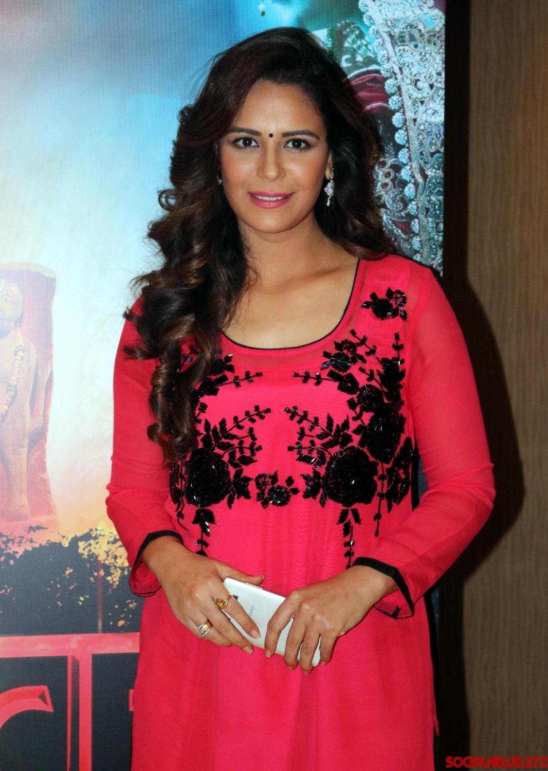 Mona singh hot pictures