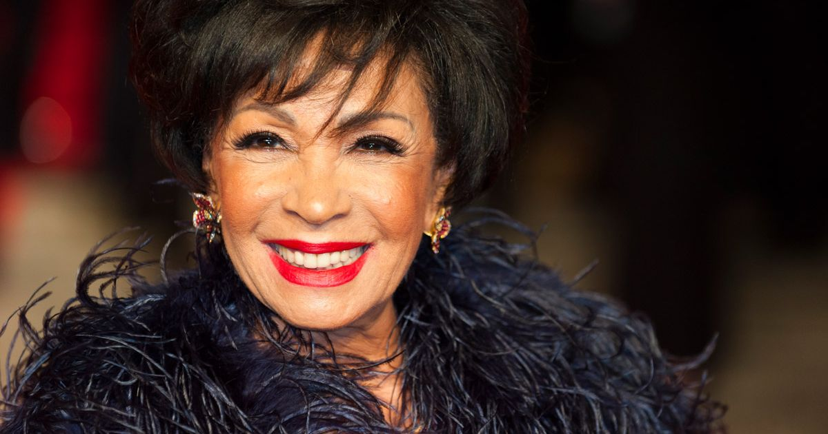 how tall is shirley bassey